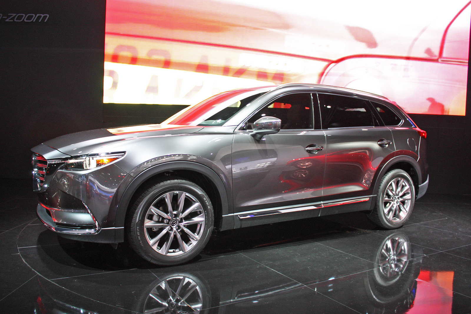 Mazda объявила дату начала продаж кроссовера CX-9 в России