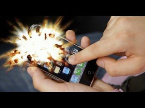 Загоревшийся смартфон нужно отключить и затушить пламя — специалисты