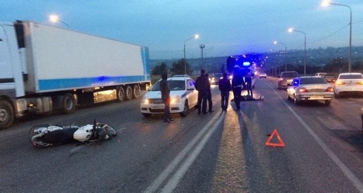 46-летний шофёр мотоцикла «BMW» умер при столкновении синомаркой вВолгограде