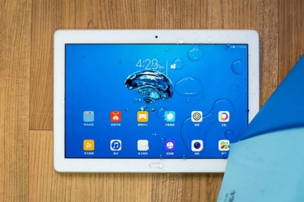 Huawei представила свой 1-ый защищенный планшет Honor WaterPlay