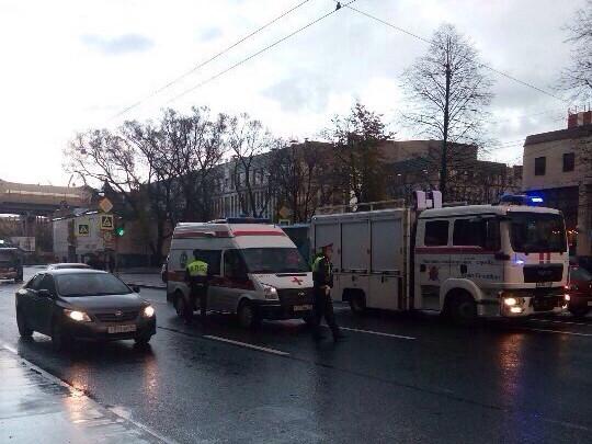 ВПетербурге наСтачек иностранная машина сбила 2-х пешеходов