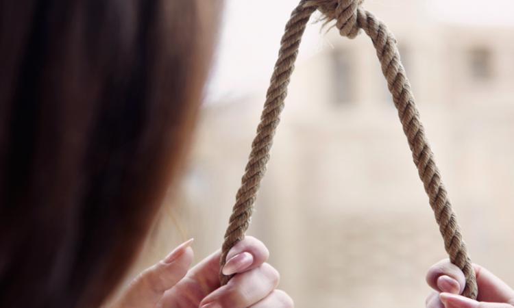 Девушку изЭнгельса, пережившую несчастную любовь, отыскали мертвой впогребе