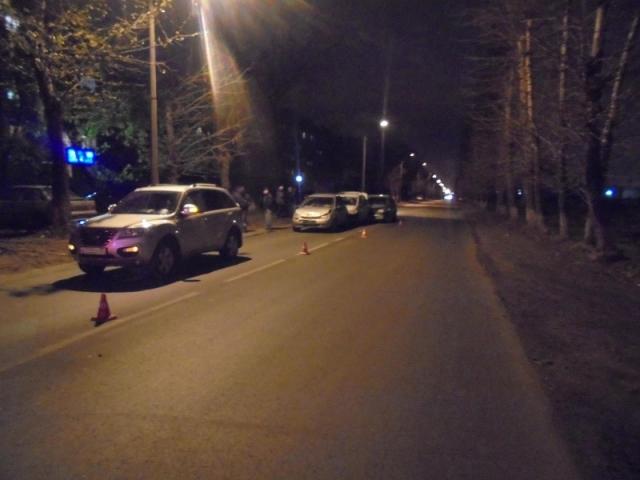 ВЧереповце шофёр  иномарки протаранил три автомобиля, пострадал пассажир