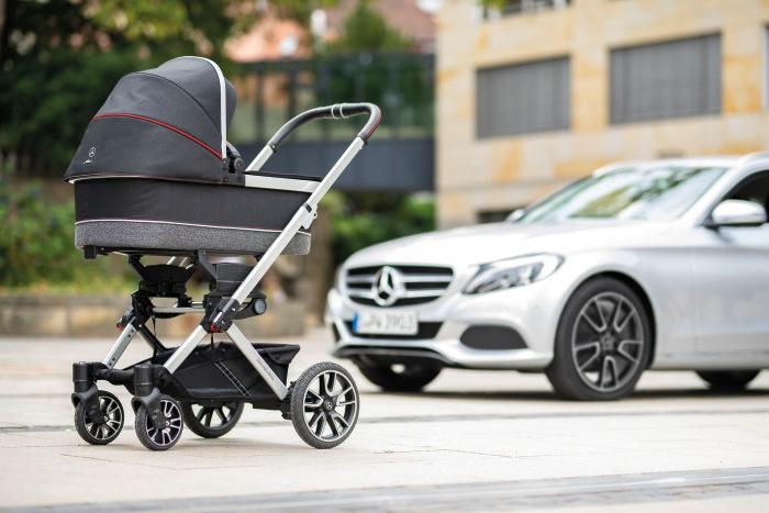 В Mercedes Benz сделали коляску для младенцев