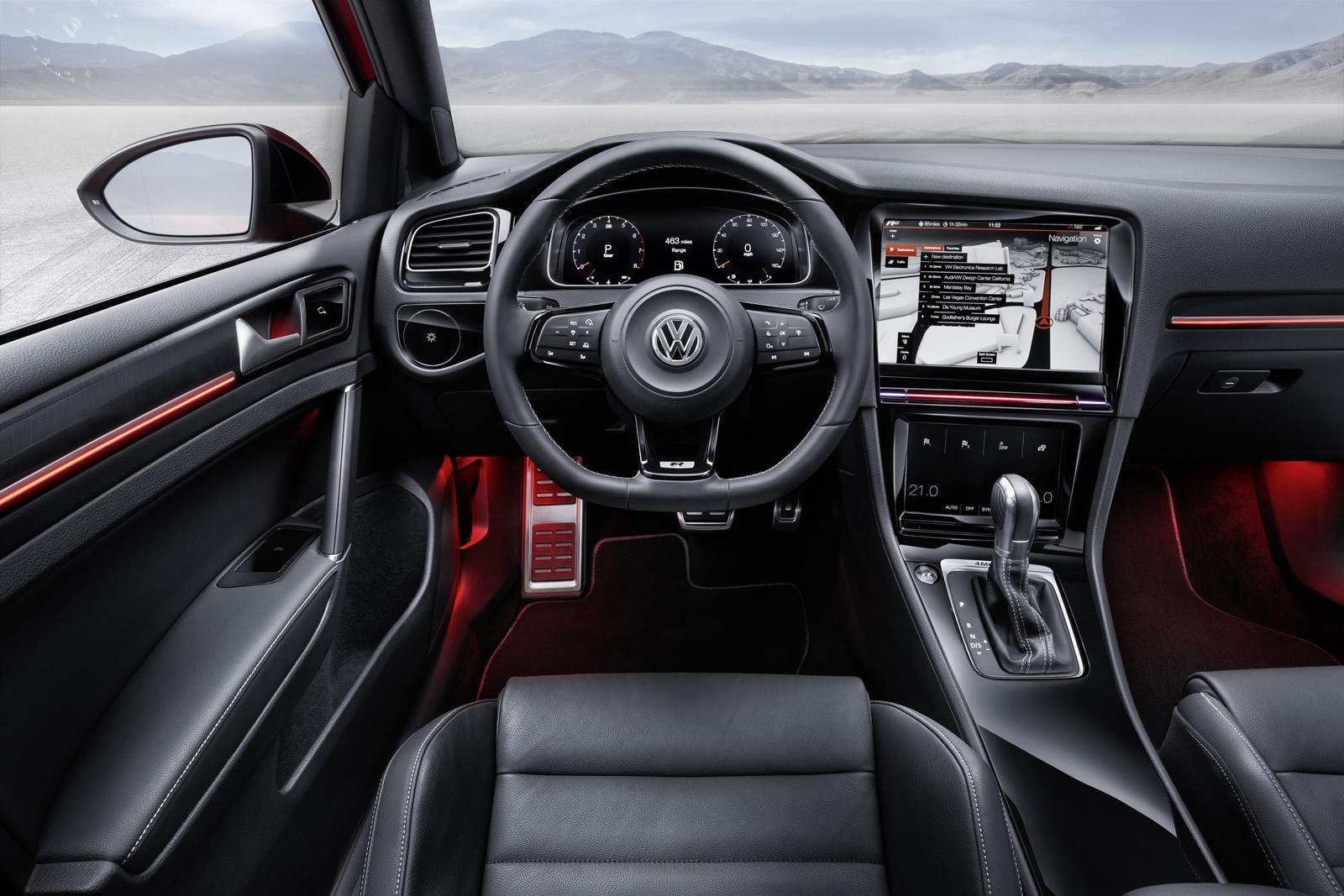 КомпанияVW тестирует новый универсал Golf R2018 модельного года