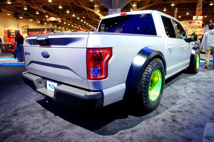 Форд привёз навыставку SEMA пикап F-150 с двигателем отмаслкара