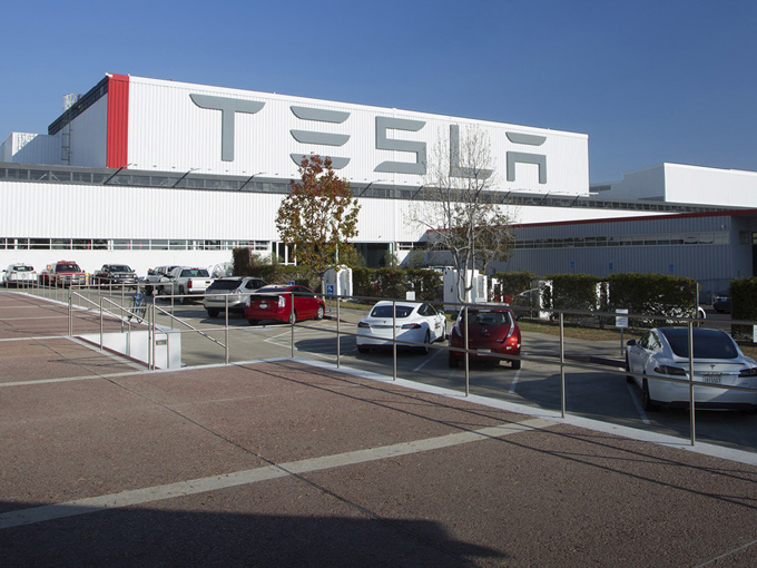 Tesla потеряла практически $620 млн порезультатам 3-го квартала