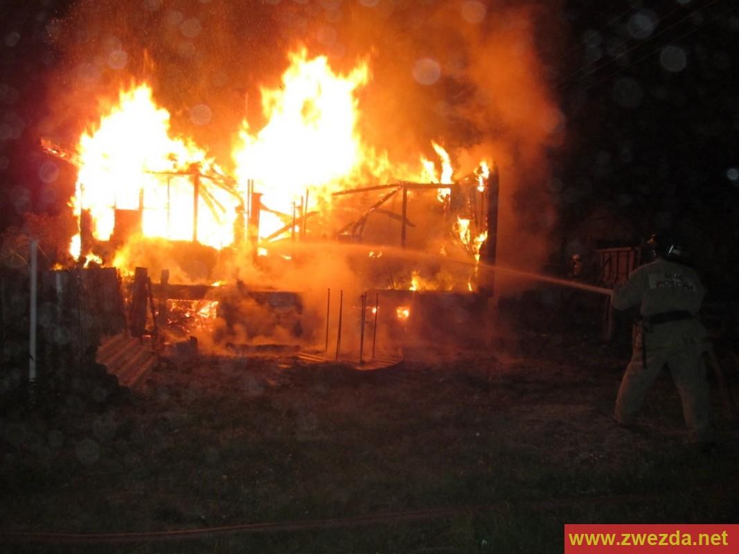 3-х  человек эвакуировали изквартиры наИвановской из-за загоревшегося дивана