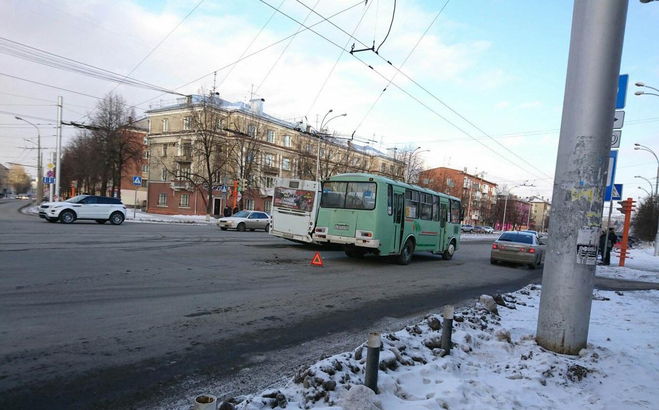 ВПензенской области столкнулись маршрутный автобус ифура: есть пострадавшие
