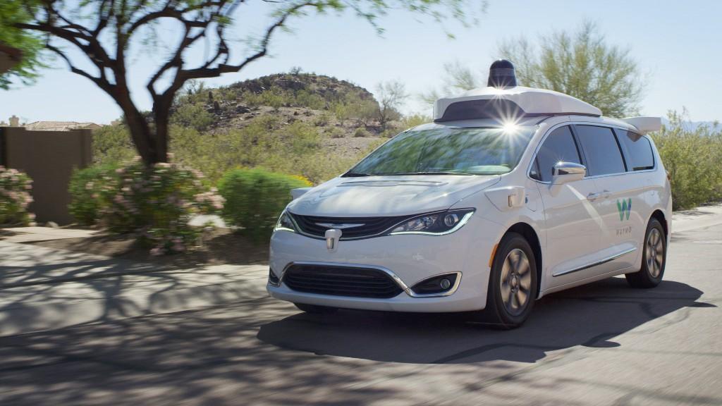 ВАризоне впервый раз  на трассах  общего пользования тестируют автомобили без водителя