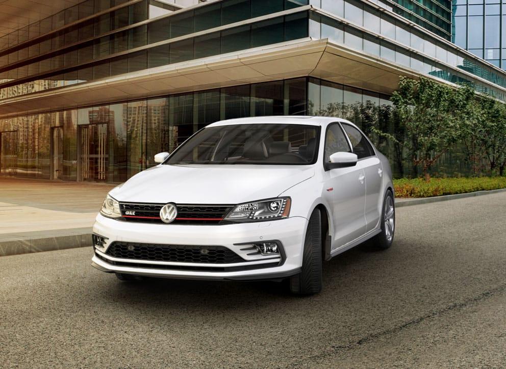 Опубликованы шпионские снимки нового Volkswagen Jetta GLI