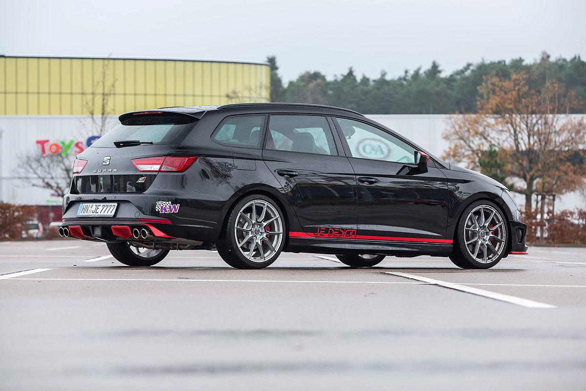 У германского хэтчбека Ауди RS3 Sportback появился соперник?