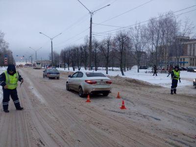 Наулице Азовской шофёр сбил на«зебре» 14-летнюю девочку и исчез