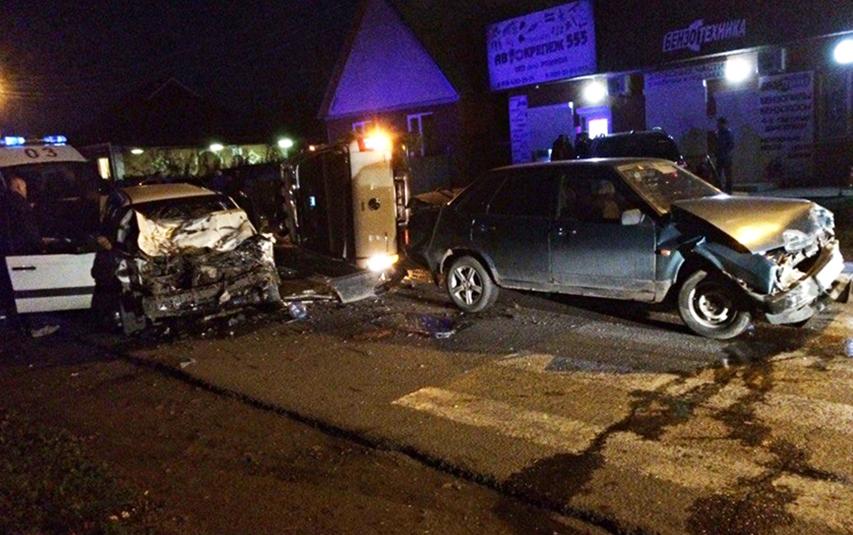 ВТимашевске три автомобиля столкнулись наперекрестке, есть пострадавшие