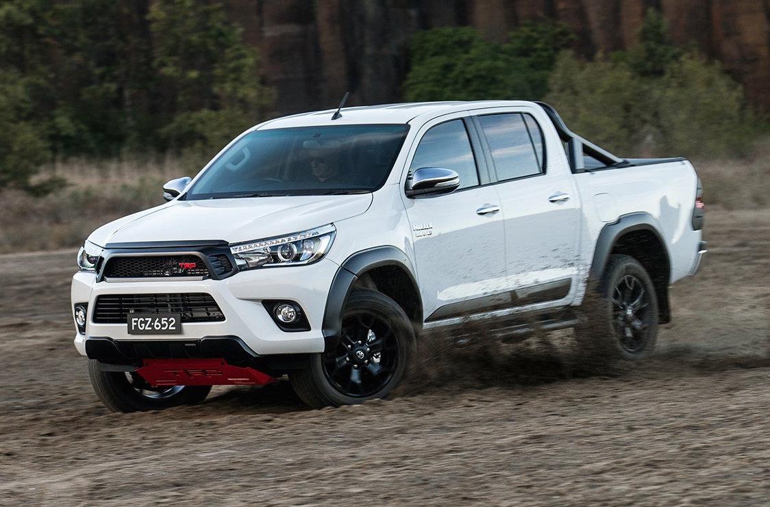 Тойота представила улучшенный пикап Hilux