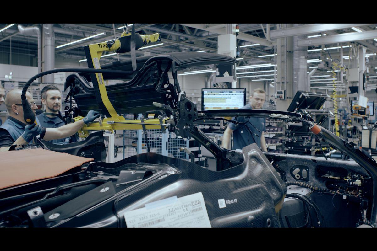 BMW показала процесс производства серийного родстера BMW i8
