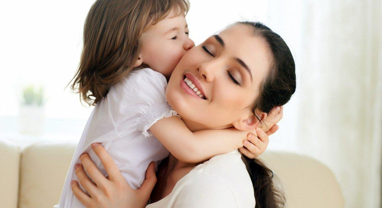 Стало известно, как материнская любовь способствует развитию мозга ребенка