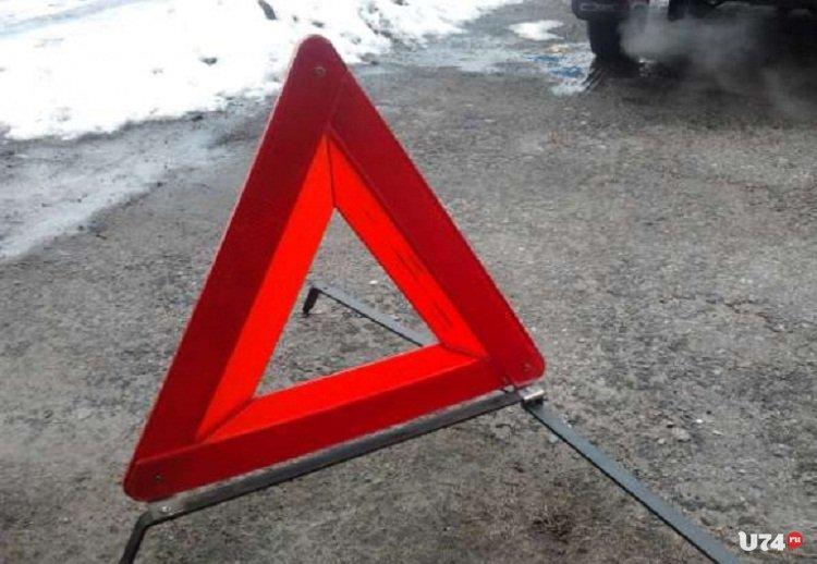 ВКоркино «Газель» спассажирами врезалась встолб
