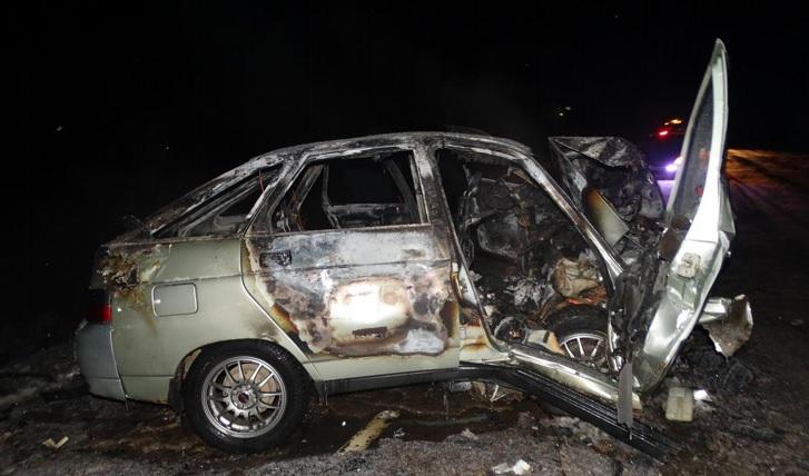В итоге чудовищного ДТП шофёр легковушки вУдмуртии сгорел всобственной машине