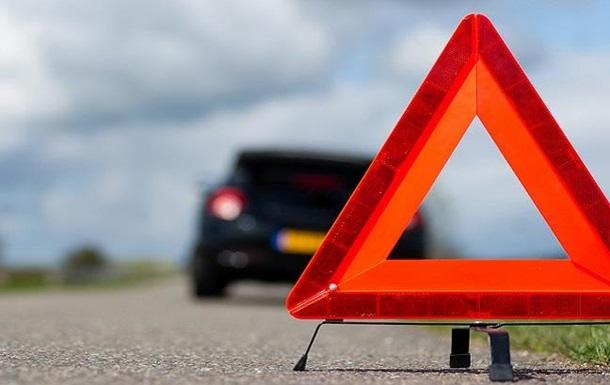 НаСеровском тракте умер шофёр, который вышел изсвоего автомобиля из-за дорожно-траспортного происшествия