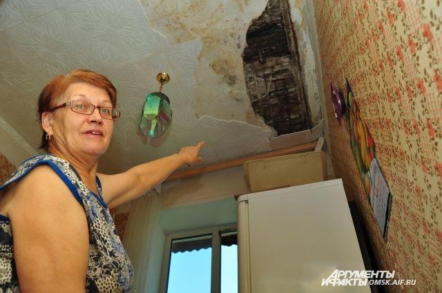 Перекрытие аварийного дома обрушилось вОмске. Проводится проверка
