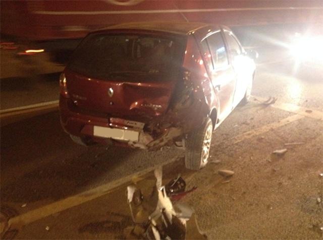Нетрезвый молодой шофёр без прав «собрал» машины иврезался вограждение