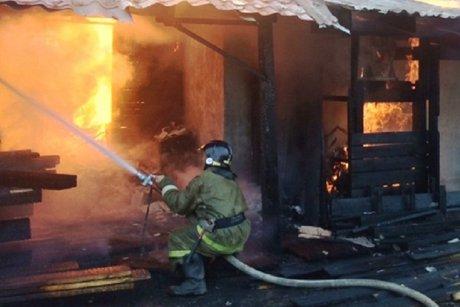 ВХанчине едва несгорели оставленные одни вквартире трое малолетних детей