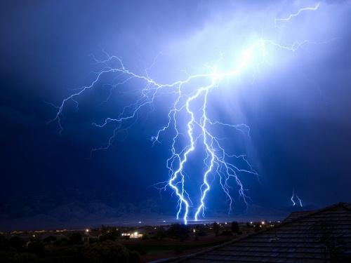 Японские ученые узнали, что внутри молний