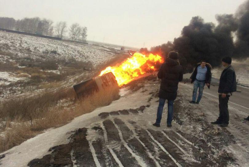 ВБашкирии на«злом повороте» натрассе сгорел автомобиль «Башнефти»
