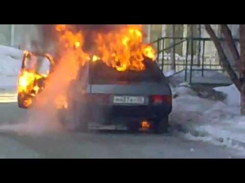 ВАЗ-2112 сгорел ночью натрассе Семилуки— Землянск под Воронежем