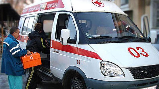 ВКрыму автомобиль сбил наобочине четырех молодых людей