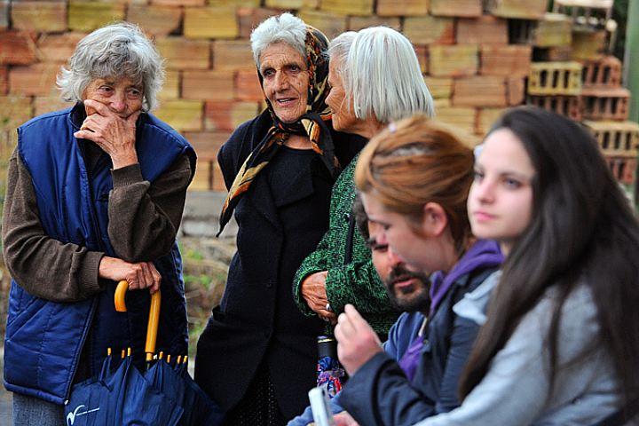 Ученые пояснили, почему пожилые люди считают молодежь аморальной
