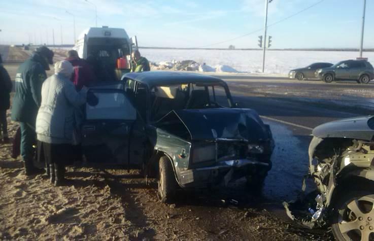 ВНовомосковске столкнулись три автомобиля. Есть пострадавшие