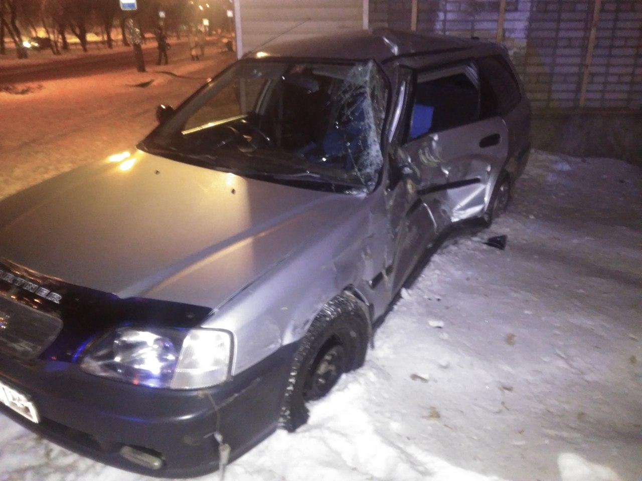 Автобус илегковой автомобиль столкнулись вКрасноярске