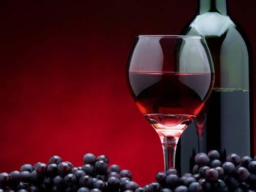 Ученые узнали, что бокал красного вина продлевает жизнь