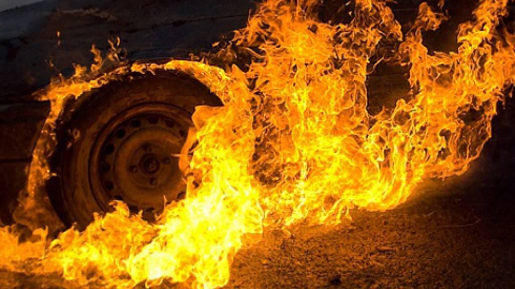 Двое пострадали при возгорании автомобиля насевере столицы
