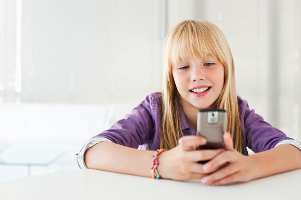 Учёные узнали, когда родители покупают детям 1-ый смартфон