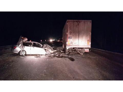 Под Тольятти Тойота влетела встоявшую фуру, умер мужчина