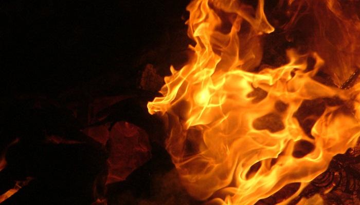 Пожарные тушили вспыхнувший вколл-центре холодильник— Петербург