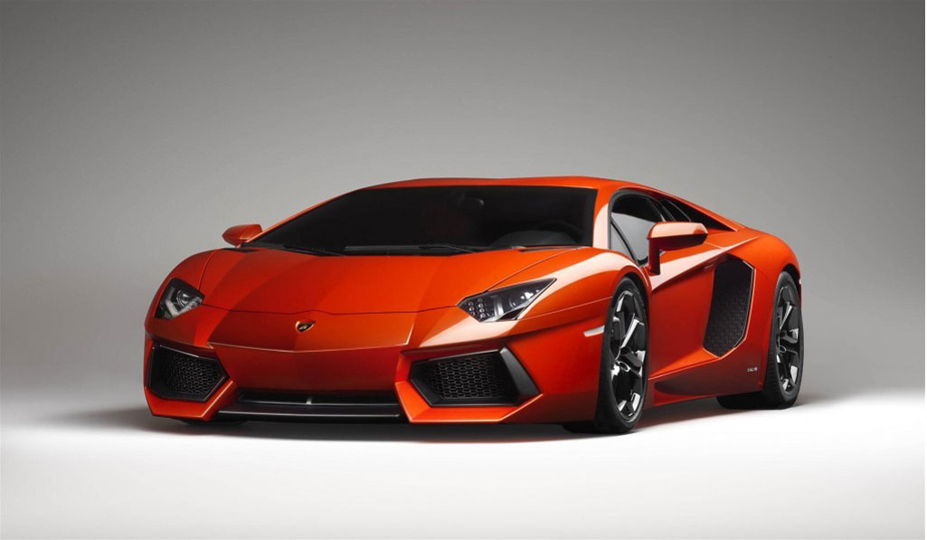 Lamborghini представит новый Aventador в 2017г