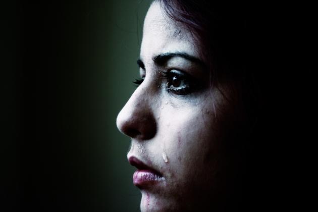 Трое тюменцев пару часов избивали инасиловали знакомую 28-летнюю девушку