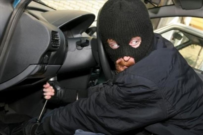 Угонщики автомобиля устроили девять аварий, уходя от милиции в столице