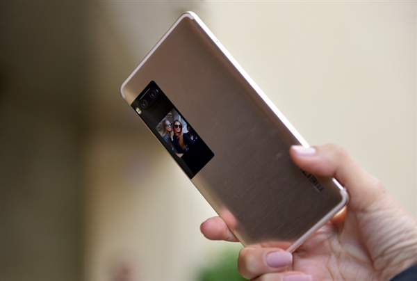 В сети появились снимки смартфона Meizu Pro 15 Plus